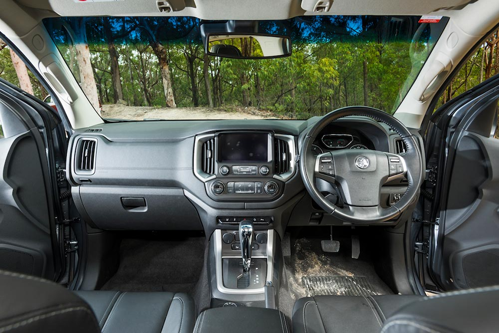 Family 4WD SUV comparison | Ford Everest Trend v Mitsubishi Pajero