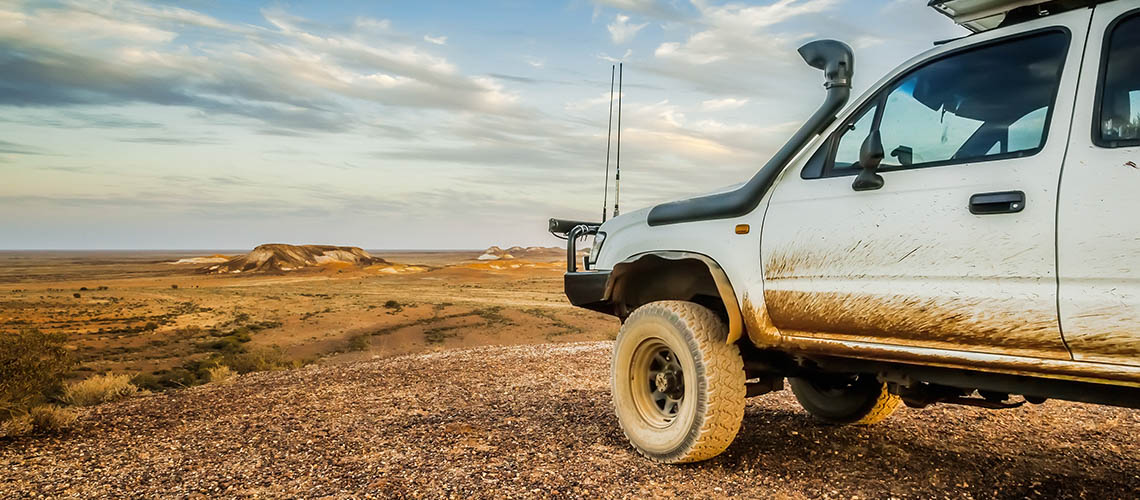 Old-four-wheel-drive-at-Coober-Pety-generic-1140