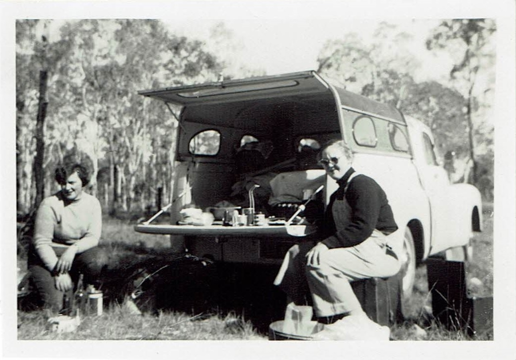 Sue's 1954 road trip - Lunch on the road near Townsville