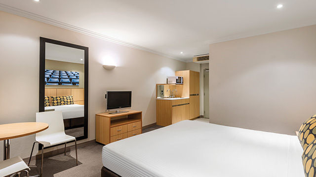 Guest Room King Travelodge Blacktown NSW