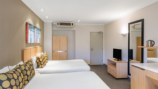 Family Room Queen Travelodge Manly NS
