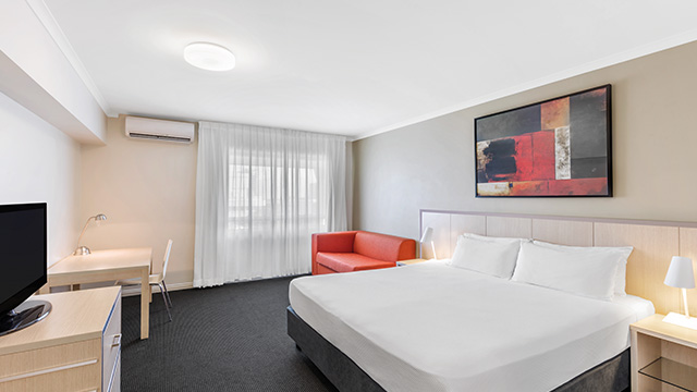 Executive Bedroom Queen Travelodge Darwin NT