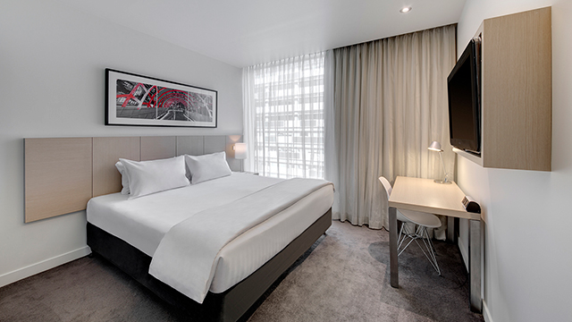 King Guest Room Travelodge Hotel Docklands Melbourne NRMA blue app Member Discount