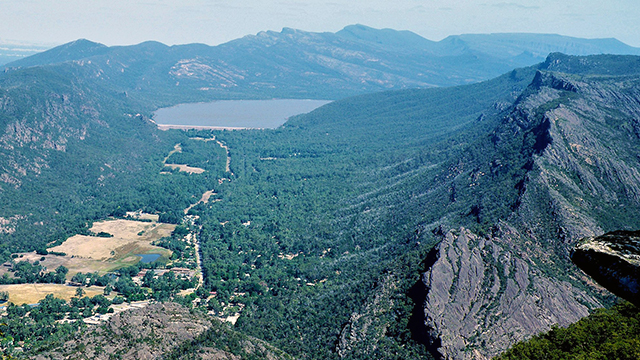 Halls Gap and Lake Belfield from Boroka Lookout Credit: BriMiDra Link: https://commons.wikimedia.org/wiki/File:80._Halls_Gap_and_Lake_Belfield_from_Boroka_Lookout.jpg