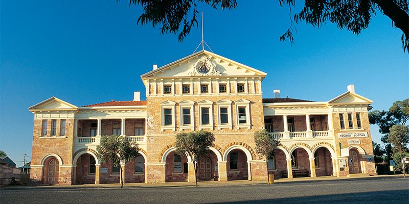 Coolgardie Town Hall Sydney to Perth 10 days road trip my nrma road trips
