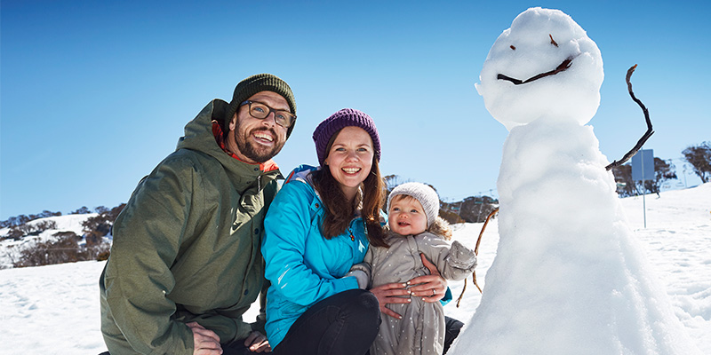 Jindabyne Family in Snow